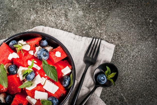 Salade de fruits rafraîchissante dans un bol