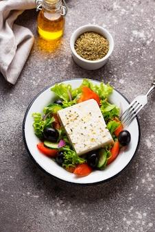 Salade grecque traditionnelle à la feta