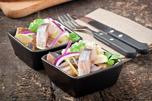 Salade de hareng à l'oignon et à la pomme verte