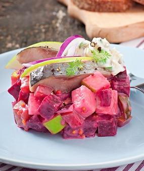 Salade de hareng avec sauce à la crème sure