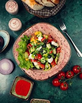 Salade de légumes aux herbes