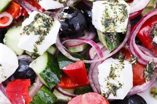 Salade de légumes d'été grecque.