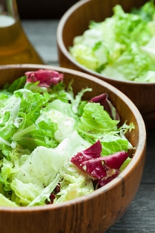 Salade de légumes frais.