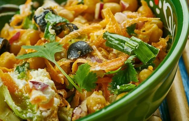 La salade marocaine de carottes et de pois chiches est tout