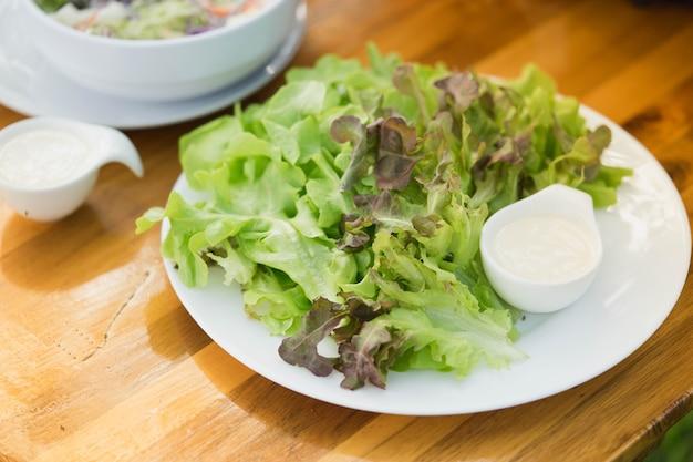 Salade menu des aliments sains pas de gras