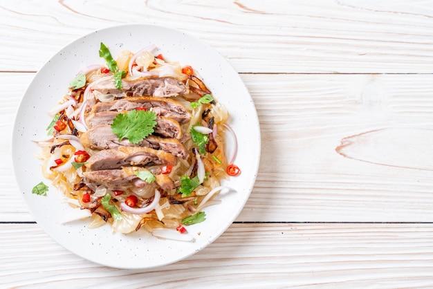 Salade pamelo épicée au canard rôti