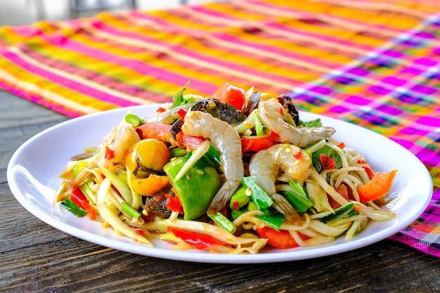 Salade de papaye thaïlandaise aux fruits de mer