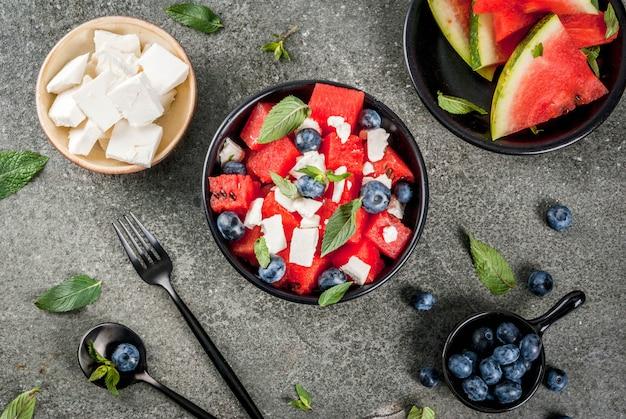 Salade de pastèque, feta et baies fraîches