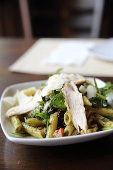 Salade de pâtes penne cuisine italienne