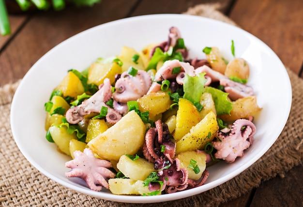 Salade de pommes de terre au poulpe mariné et oignons verts