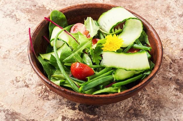 Salade de printemps fraîche