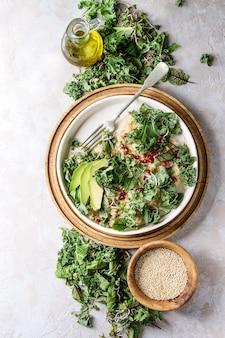 Salade de quinoa au chou frisé
