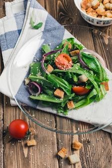 Salade de roquette aux tomates