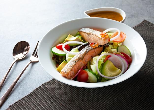Salade de thon à l'avocat, salade saine
