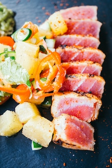 Salade de thon cru grillée au légume