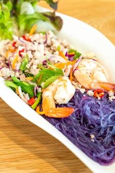 Salade de vermicelles épicée aux crevettes et au porc haché