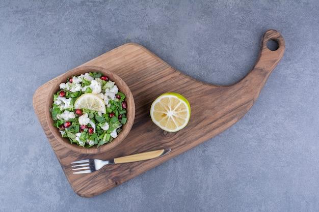 Salade verte aux choux-fleurs et graines de grenade