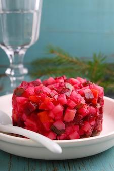 Salade vinaigrette à la table du nouvel an