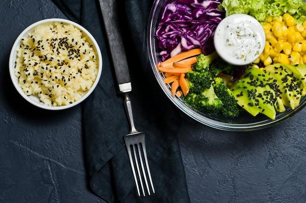 Saladier, nourriture saine et équilibrée.