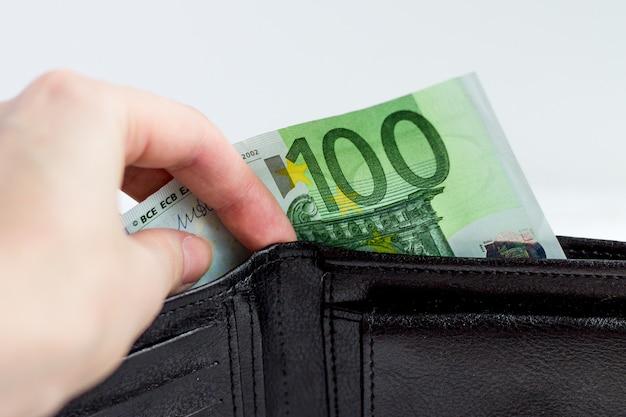 Salaire, pension, paiement des services, paiements des services publics, paiements.