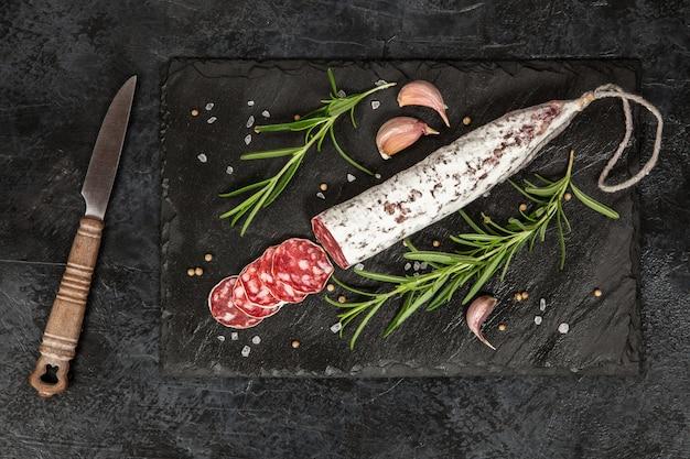 Salami dans le noir