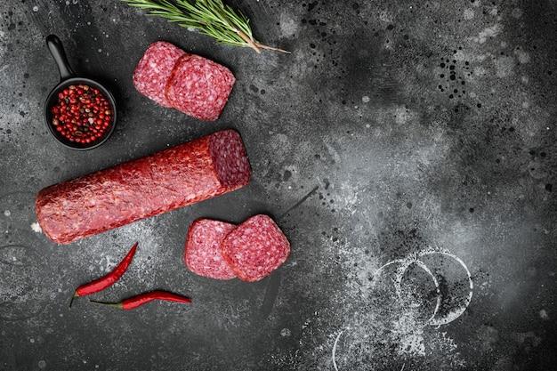 Salami avec des ingrédients
