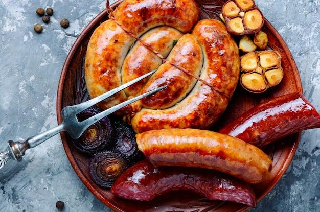 Salami et saucisses fumées