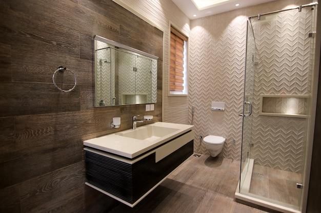 Salle de bain classique avec tuiles
