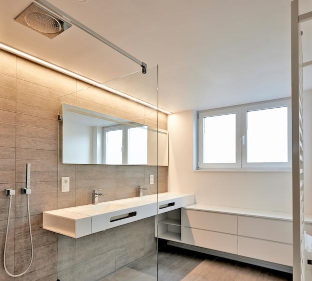 Salle de bain de luxe immobilier