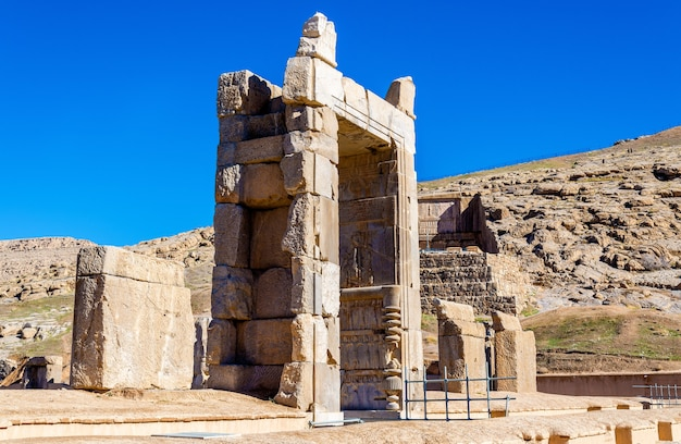 Salle des cent colonnes à persépolis - iran