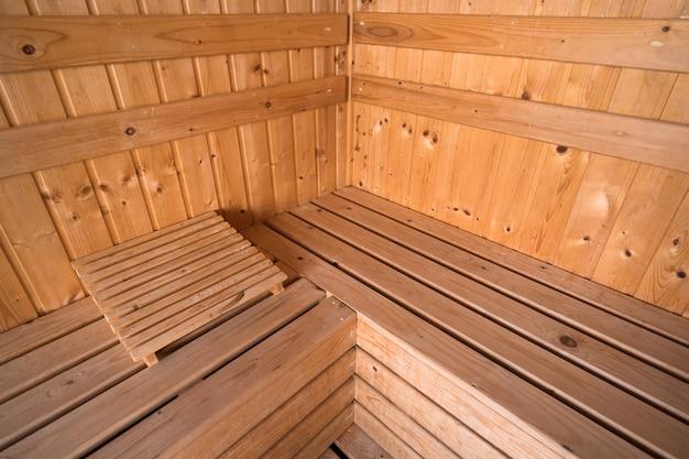 Salle intérieure de sauna en bois, détendez-vous dans un sauna chaud