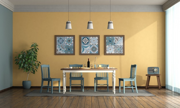Salle à manger de style vintage avec table et chaises bleues