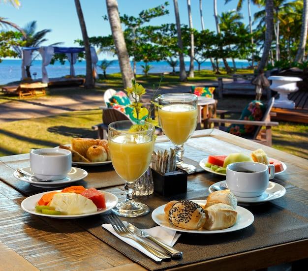 Salle de petit déjeuner sur la plage