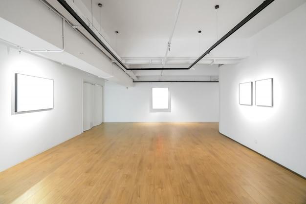 Salle vide dans le musée d'art