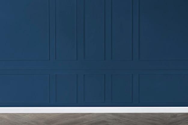 Salle vide avec maquette murale à motifs bleus