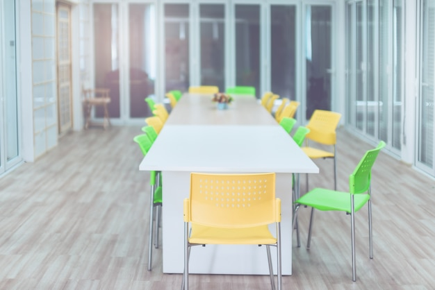 Des salles de conférence modernes sont disponibles pour les communications longue distance.