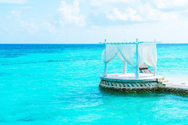 Salon blanc sur la mer