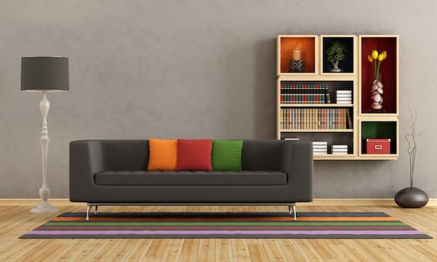 Salon avec canapé coloré et bibliothèque