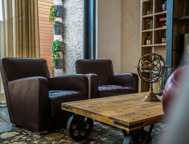 Salon avec fauteuils en cuir