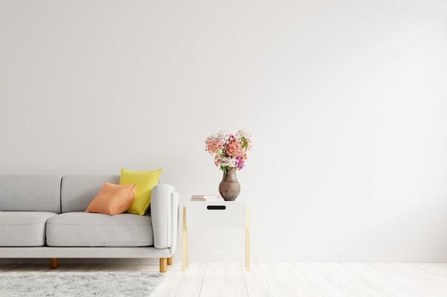 Salon vide avec canapé de couleur grise, vase à fleurs ornementales sur table avec mur blanc vide. rendu 3d