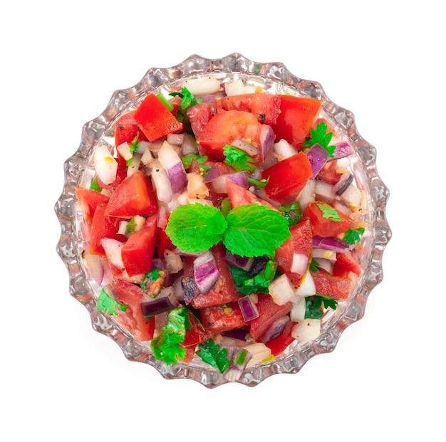 Salsa de tomates fraîches, avec poivrons noirs marinés, oignons rouges marinés et jus de lime