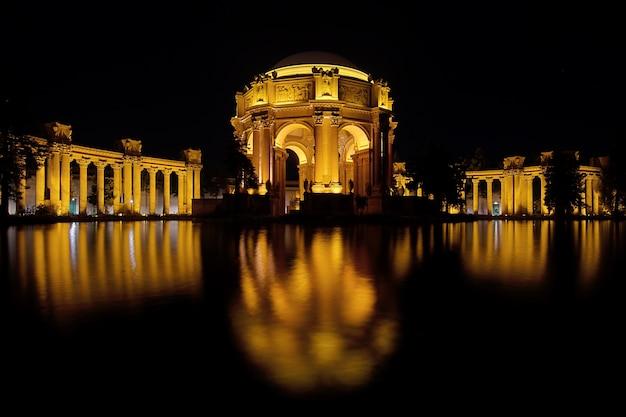 San francisco palace of fine arts réflexion de nuit