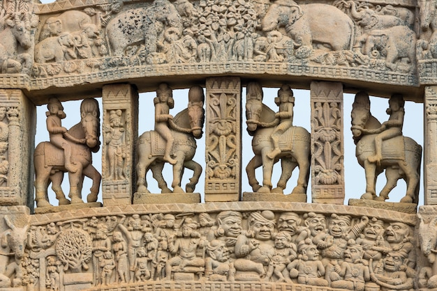Sanchi stupa, ancienne pierre sculptée hindoue bouddhiste.