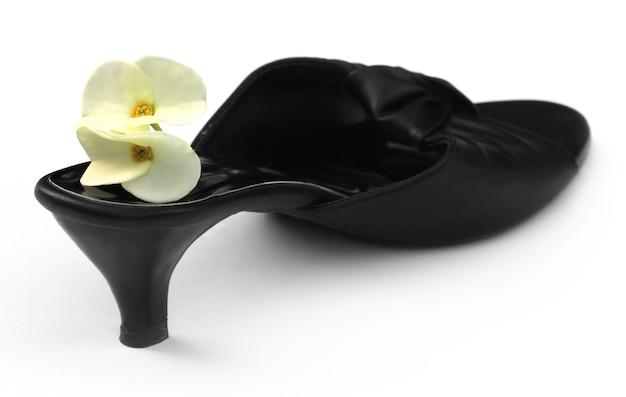 Sandale femme avec une fleur de cactus sur fond blanc