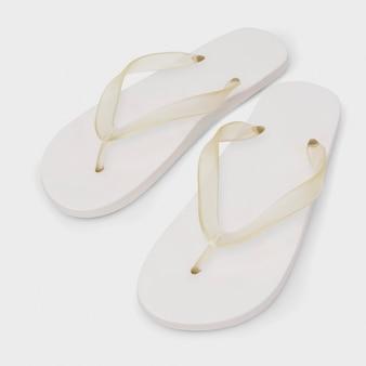 Sandales blanches simples à la mode des chaussures d'été