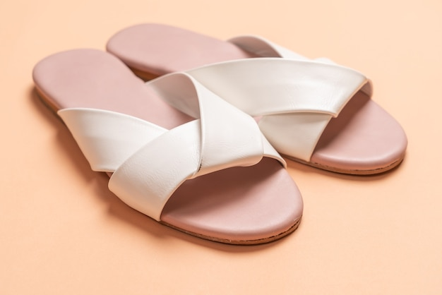 Sandales en cuir femme blanches