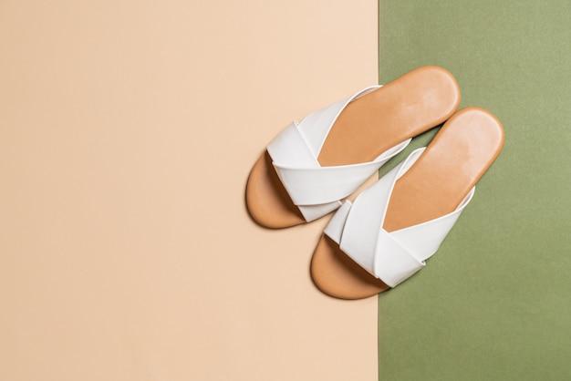 Sandales en cuir femme et femme avec fond