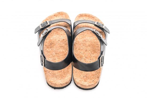 Sandales en cuir pour homme sur fond blanc