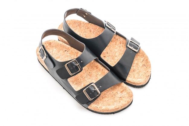 Sandales en cuir pour hommes sur fond blanc