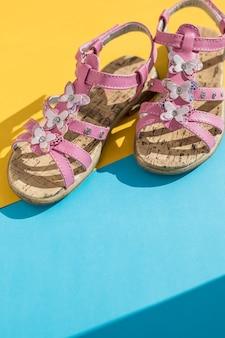 Sandales d'été pour enfants. chaussures de bébé, chaussures de mode fille rose, sandale en cuir, mocassins. sandales d'été bébé fille en cuir blanc